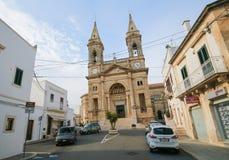 Santi Medici kyrka i Alberobello, Puglia, Italien royaltyfria bilder