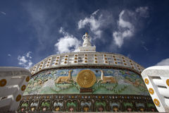 Santi Stupa außen in Leh-Stadt, Ladakh, Indien stockbilder