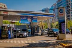 SANTIAGO, CHILE - 13. SEPTEMBER 2018: Ansicht im Freien der Tankstelle in der Stadt von Santiago von Chile stockbild