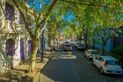 SANTIAGO, CHILE - 13. SEPTEMBER 2018: Ansicht im Freien von Parkplatz bei einer Straßenseite in Santiago von Chile, Abschluss lizenzfreie stockfotografie