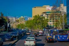 SANTIAGO, CILE - 13 SETTEMBRE 2018: Vista all'aperto di intensità di traffico sulle vie di Santiago Il Cile, Sudamerica fotografia stock libera da diritti