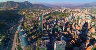 Santiago de Chile śródmieście, nowożytni drapacze chmur mieszał z historycznymi budynkami, Chile fotografia stock