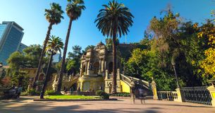 Santiago de Chile śródmieście, nowożytni drapacze chmur mieszał z historycznymi budynkami, Chile obraz royalty free