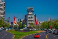 SANTIAGO-DE CHILE, CHILE - 16. OKTOBER 2018: Ansicht im Freien einiger Militärautos in der Piazza Baquedano in der Mitte von stockfotografie