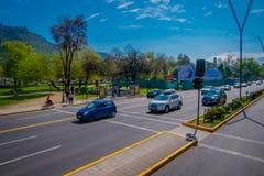 SANTIAGO-DE CHILE, CHILE - 16. OKTOBER 2018: Ansicht im Freien von Autos in den Straßen der Stadt von Santiago von Chile stockfotos