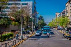 SANTIAGO-DE CHILE, CHILE - 16. OKTOBER 2018: Ansicht im Freien von Autos in den Straßen der Stadt von Santiago von Chile stockfoto