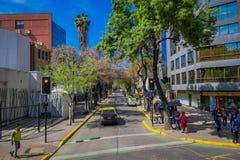 SANTIAGO-DE CHILE, CHILE - 16. OKTOBER 2018: Autos in den Straßen, die in der Stadt von Santiago von Chile in a verteilen stockfoto