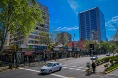 SANTIAGO-DE CHILE, CHILE - 16. OKTOBER 2018: Autos in den Straßen, die in der Stadt von Santiago von Chile in a verteilen lizenzfreie stockbilder