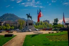 SANTIAGO-DE CHILE, CHILE - 16. OKTOBER 2018: Piazza Baquedano in der Mitte von Santiago, Chile Große ovalgeschnittene öffnen sich lizenzfreies stockbild