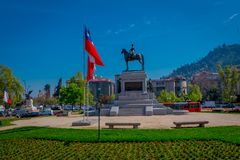 SANTIAGO-DE CHILE, CHILE - 16. OKTOBER 2018: Piazza Baquedano in der Mitte von Santiago, Chile Große ovalgeschnittene öffnen sich stockbilder