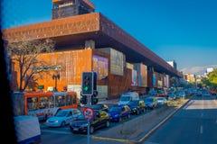 SANTIAGO DE CILE, CILE - 16 OTTOBRE 2018: Vista all'aperto di intensità di traffico sulle vie di Santiago Il Cile, Sudamerica fotografie stock libere da diritti