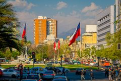 SANTIAGO DE CILE, CILE - 16 OTTOBRE 2018: Vista all'aperto di intensità di traffico sulle vie di Santiago Il Cile, Sudamerica immagini stock libere da diritti