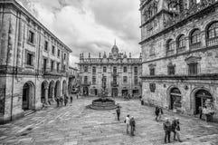 Santiago de Compostela Cathedral dans la place de Praterias avec la fontaine des chevaux en Santiago de Compostela, Galicie, Espa photos stock