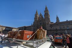 Santiago de Compostela Galicia, Spanien; september 22 2018: Utställning av klassiker- och tappningbilar fotografering för bildbyråer