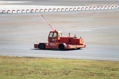 Santiago De Compostela, Hiszpania; Kwiecień 28, 2019: Airdrome ciężarowy Goldhofer fotografia stock