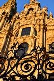 Santiago de Compostela, Spanien Kathedrale, Fassadenabschlu? mit Eisenzaun und Sonnenuntergangleuchtung lizenzfreie stockfotografie