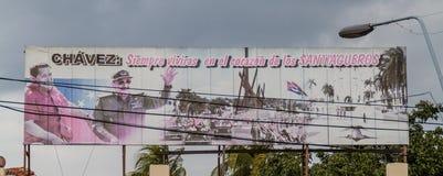 SANTIAGO DE CUBA, CUBA - 1 FEBRUARI, 2016: Propagandaaanplakbord in Plaza DE La Revolucion Square van de Revolutie binnen stock foto