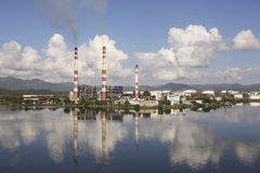 SANTIAGO DE CUBA Kuba-November 23, 2015: Thermoelectric växt`-Antonio Maceo `, Arkivfoton