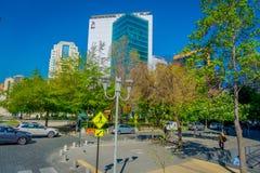 SANTIAGO, O CHILE - 16 DE OUTUBRO DE 2018: Skyline das construções do centro financeiro de Santiago de Chile com prédios de escri imagens de stock