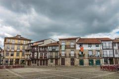 Santiago Square nel centro storico di Guimaraes, Portogallo immagini stock
