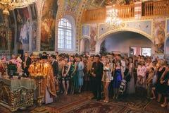 Santifica a graduados en la iglesia Foto de archivo libre de regalías