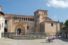 Santillana Del Mar, gammal kyrka Arkivbilder