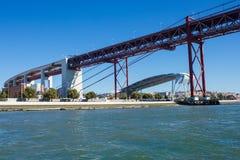 Santo Amaro dok, Lisbon, Portugalia: częściowy widok Zdjęcia Stock