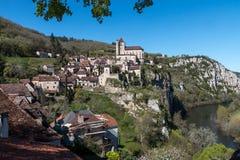 Santo Cirq Lapopie en el departamento de la porción, pueblo francés Foto de archivo libre de regalías