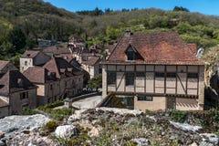 Santo Cirq Lapopie en el departamento de la porción, pueblo francés Imágenes de archivo libres de regalías