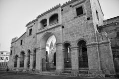 Santo Domingo, Dominicaanse Republiek Catedral Primaria DE Amerika bepaalde van in Columbus Park de plaats Zwart-witte versie Royalty-vrije Stock Afbeeldingen
