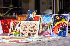 SANTO DOMINGO, DOMINIKANISCHE REPUBLIK - 8. AUGUST 2017: Verkauf von Bildern auf Stadtstraße Kopieren Sie Raum für Text Stockbilder