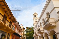 Santo Domingo, Dominikanische Republik Leben um Columbus Park-, ELconde Straße und berühmtes Hotel Restaurant Conde de Peñalba stockbilder