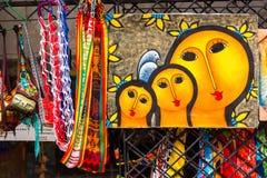 SANTO DOMINGO DOMINIKANSKA REPUBLIKEN - AUGUSTI 8, 2017: Sale av bilder på stadsgatan Närbild arkivfoto