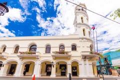 SANTO DOMINGO DOMINIKANSKA REPUBLIKEN - AUGUSTI 8, 2017: Sikt av den Consistorial byggande Palacioen Kopiera utrymme för text Royaltyfria Bilder