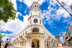 SANTO DOMINGO DOMINIKANSKA REPUBLIKEN - AUGUSTI 8, 2017: Sikt av den Consistorial byggande Palacioen Kopiera utrymme för text Fotografering för Bildbyråer