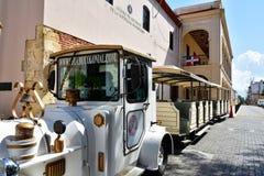 Santo Domingo Dominikanska republiken Chu Chu Colonial är ett drev som framlägger i minut 45 den koloniala staden av Santo Doming Royaltyfri Foto