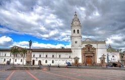 Santo Domingo kyrka i i stadens centrum Quito Royaltyfria Foton
