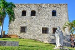 Santo Domingo, República Dominicana Estatua de Maria De Toledo en Alcazar de Colon (Diego Columbus House) imágenes de archivo libres de regalías