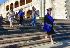 Santo Domingo, República Dominicana Muchacha graduada en Alcazar de Colon (Diego Columbus House) Fotos de archivo