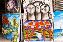 SANTO DOMINGO, republika dominikańska - SIERPIEŃ 8, 2017: Sprzedaż obrazki na miasto ulicie Zakończenie royalty ilustracja