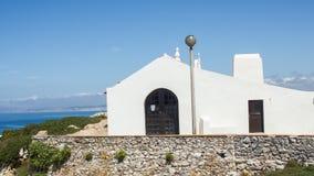Santo Estêvão (圣斯蒂芬斯)偏僻寺院在Baleal村庄, Peniche,莱利亚区,葡萄牙 免版税库存图片