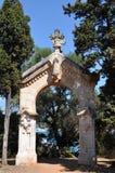 Santo-Honorat de las islas de Lerins, la puerta de la capilla en el rastro Imagenes de archivo