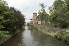 Santo Jean Pied de Port del río y del puente Fotos de archivo