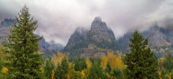 Santo Peters Dome en la temporada de otoño de la garganta del río Columbia Fotografía de archivo