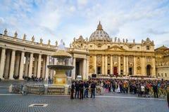 Santo Peters Square el domingo Imágenes de archivo libres de regalías