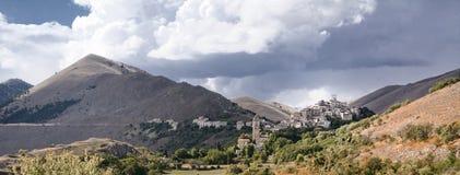 Santo Stefano di Sessanio i Abruzzo (Italien) Royaltyfria Bilder