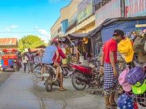 Santo Tomas Public Market com rideres da motocicleta e algum markk Foto de Stock Royalty Free