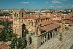 Santo Tome el Viejo Church-voorgevel en groot vierkant in Avila stock fotografie