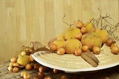Santol und birmanische Traubengruppe spinnen Huthintergrund Stockbild