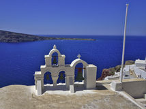 Santorini教堂钟 免版税库存图片